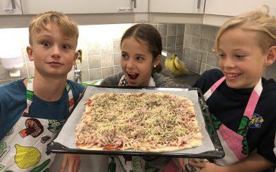 Pizzabak på hemkunskapen