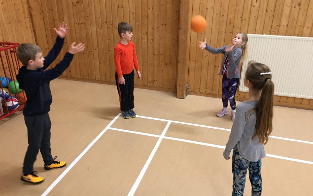 Gymnastik med boll.