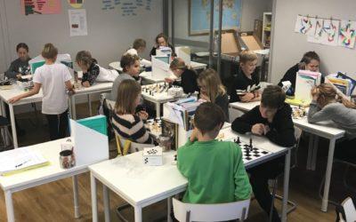 Vi spelar schack och skapar!