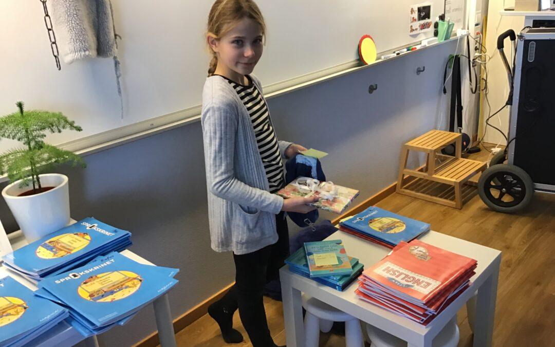 Hemligt paket i klassrummet!